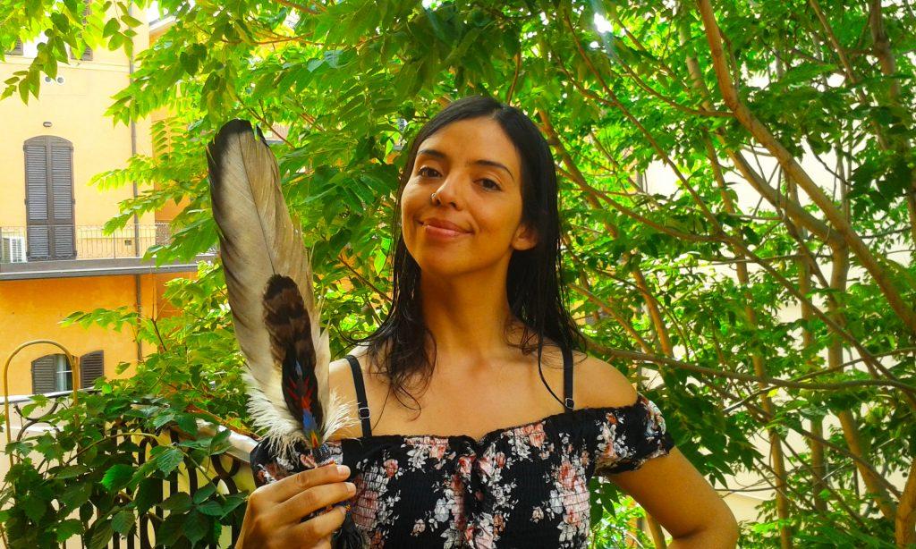 Laura pluma indigena