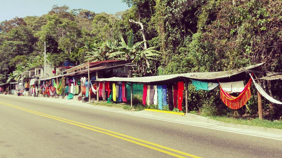 Viajar-en-moto-por-suramerica-Colombia-Guaduas-Artesania